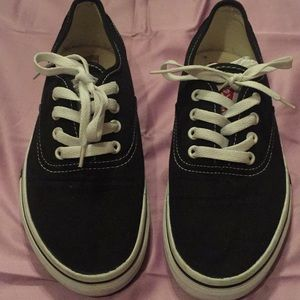 Women Levi's Size 8 Shoe.  Black.